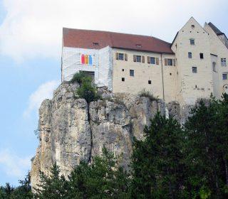 Gerüst-Sonderkonstruktion an steiler Felswand